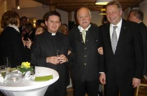Die Veranstalter und der Referent des Berger ökumenischen Neujahrsempfangs, Pfarrer Johannes Habdank, MdB Dr. Peter Gauweiler und Pfarrer Piotr Wandachowicz (v.r.)